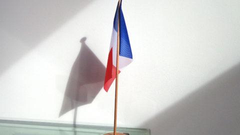 Le drapeau de table: Un support original pour la communication